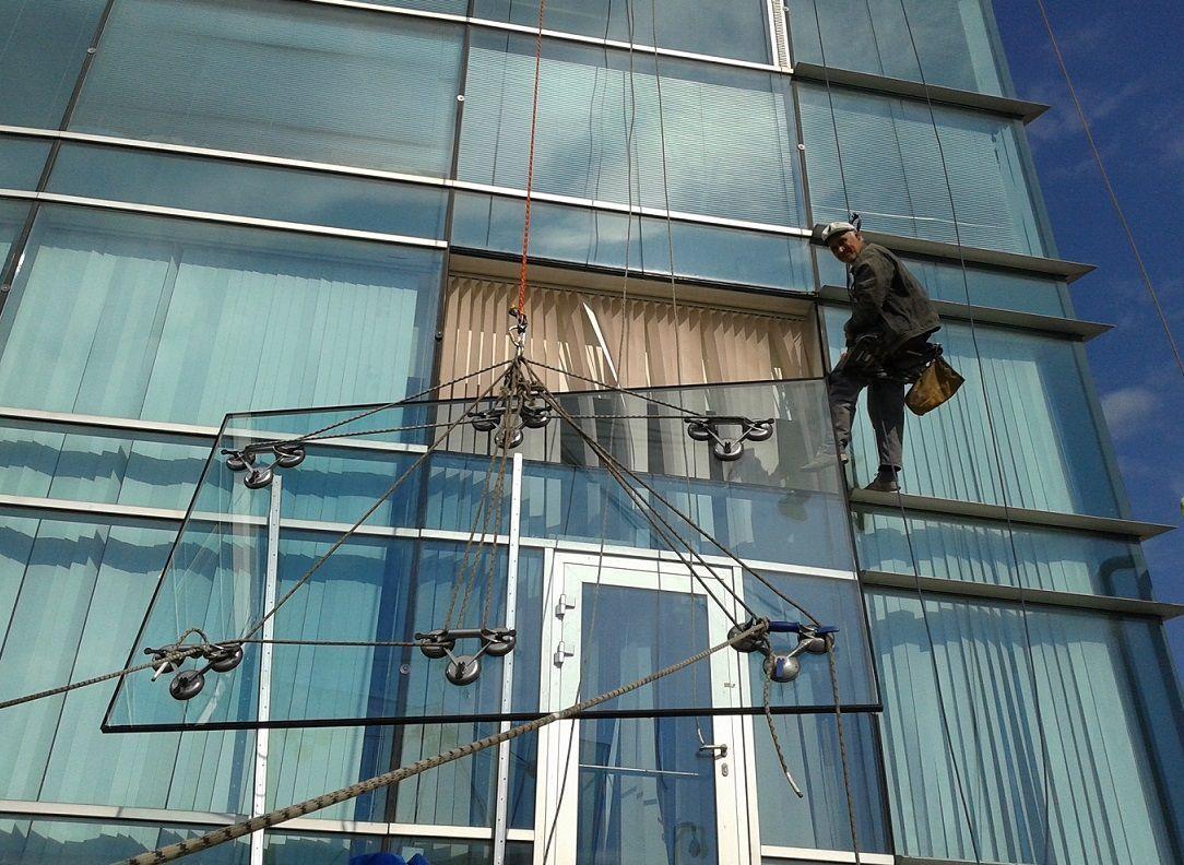 Установка и замена стеклопакетов на высоте