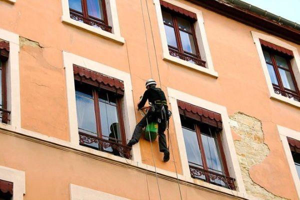 Ремонт фасадов зданий альпинистами